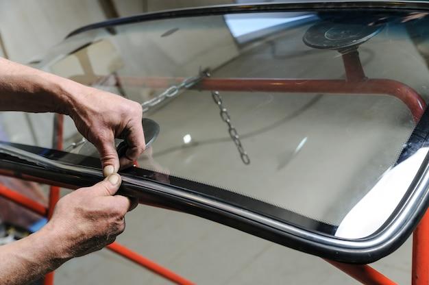 Reparação e substituição do pára-brisa do carro