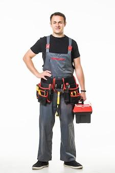 Reparação jovem homem falar telefone com cinto de ferramentas e caixa
