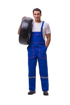 Reparador de pneus bonito isolado no branco