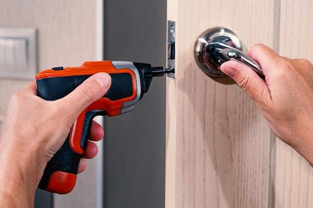 Reparo da maçaneta da porta