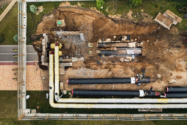 Reparo e substituição do oleoduto em minsk. substituição do antigo oleoduto na cidade. reparo da cidade.