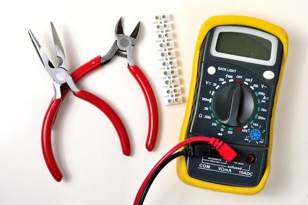 Reparo elétrico com um multímetro
