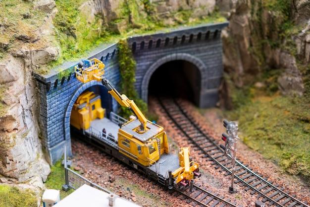 Reparo em miniatura em trilhos de trem