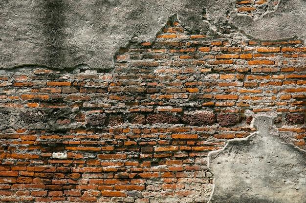 Reparo velho da parede de tijolo vermelho do vintage pelo cimento, fundo da textura da parede de tijolo da quebra
