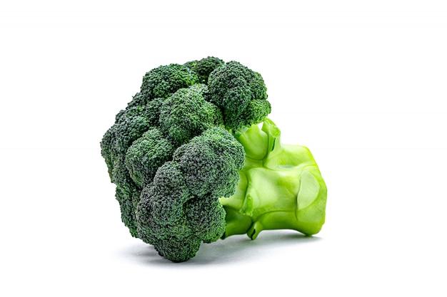 Repolho de brócolis isolado