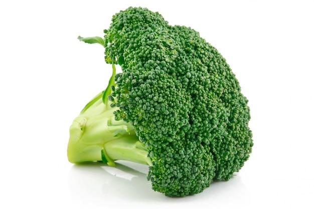 Repolho de brócolis maduro isolado