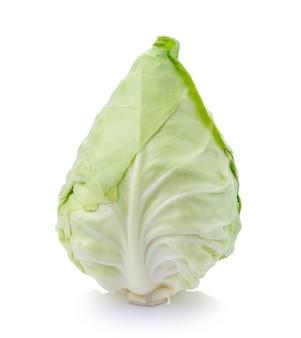 Repolho verde isolado no branco