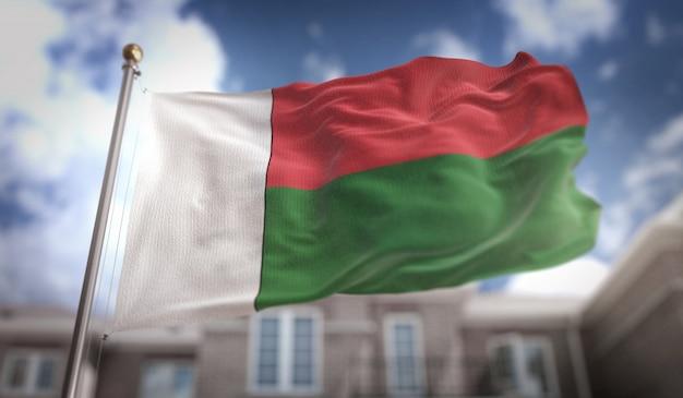 Representação 3d da bandeira de madagascar no fundo do edifício do céu azul