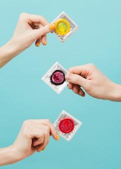 Representação do conceito de contracepção com preservativos