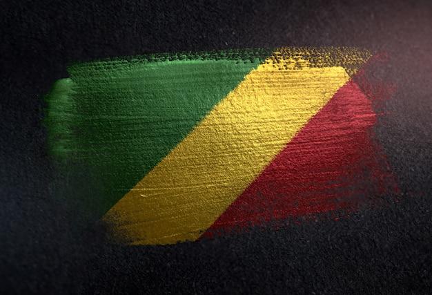 República da bandeira do congo feita de tinta de escova metálica na parede escura de grunge