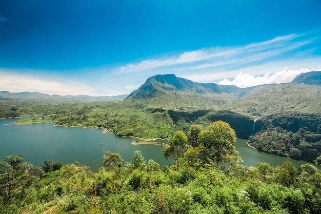 Reservatório de maskeliya e plantação de chá no sri lanka