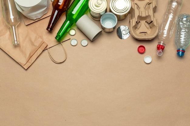 Resíduos de papel, plástico, polietileno