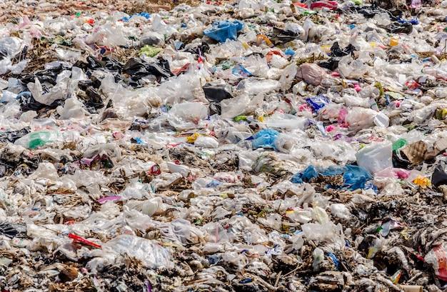 Resíduos de plásticos e outros resíduos na eliminação de resíduos municipal