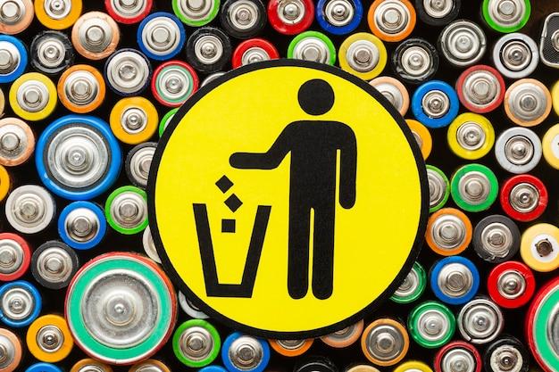 Resíduos de poluição de bateria plana