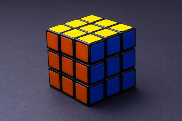 Resolvido o cubo de rubik no preto