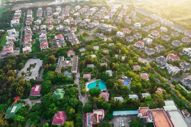 Resort de luxo em complexo de vilas com fotografia aérea