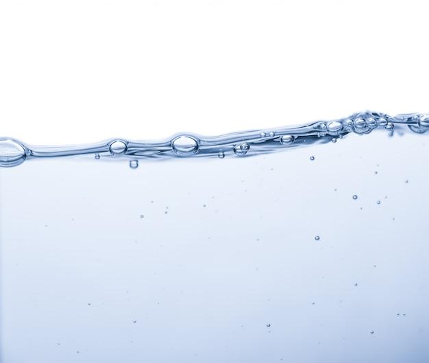 Respingos de água com bolhas de ar e ondas