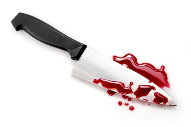 Respingos de sangue com faca de cozinha