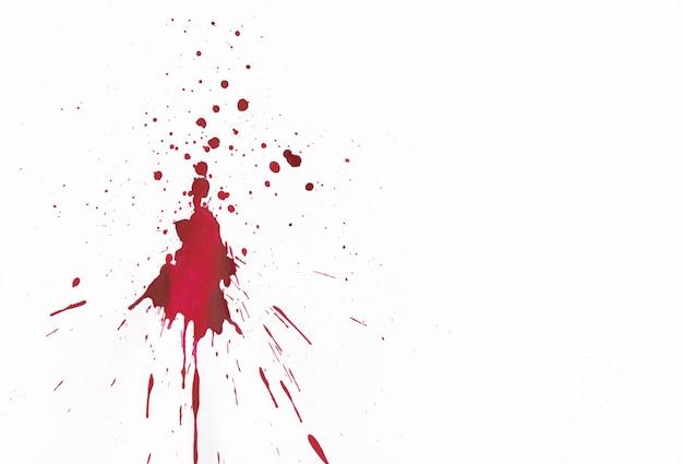 Respingos de sangue no fundo branco