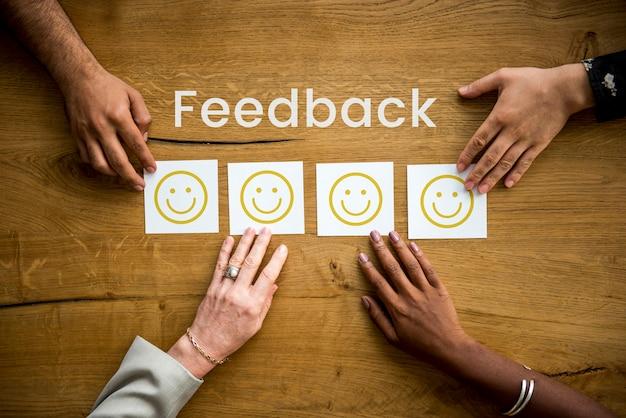 Resposta do smiley do cliente do feedback da avaliação