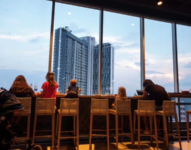Restaurante com pessoas
