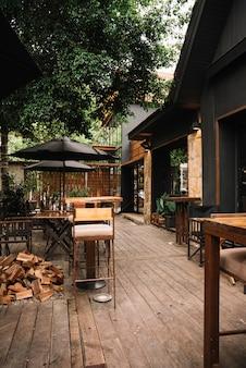 Restaurante com terraço