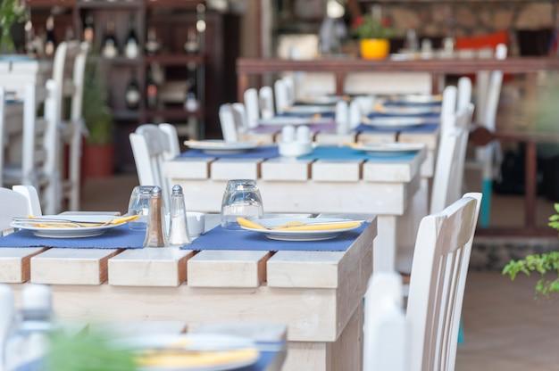 Restaurante em uma vila de santorini