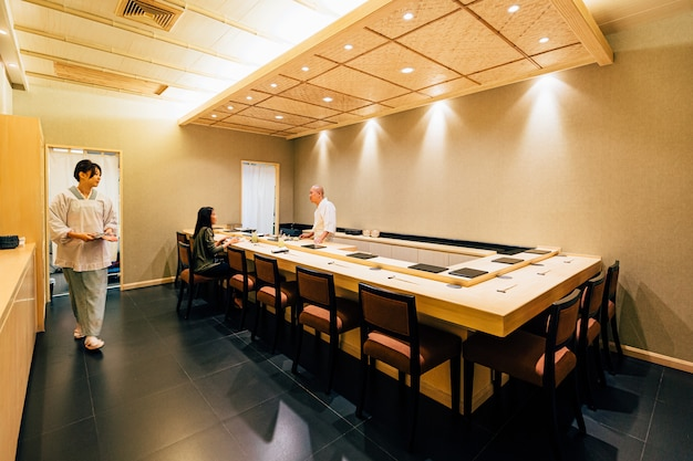 Restaurante japonês omakase.
