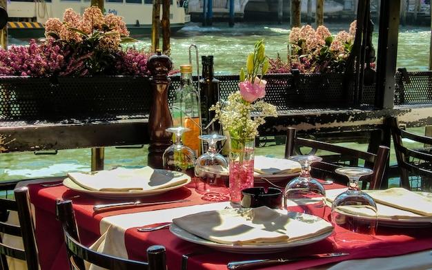 Restaurante no grande canal de veneza # 4