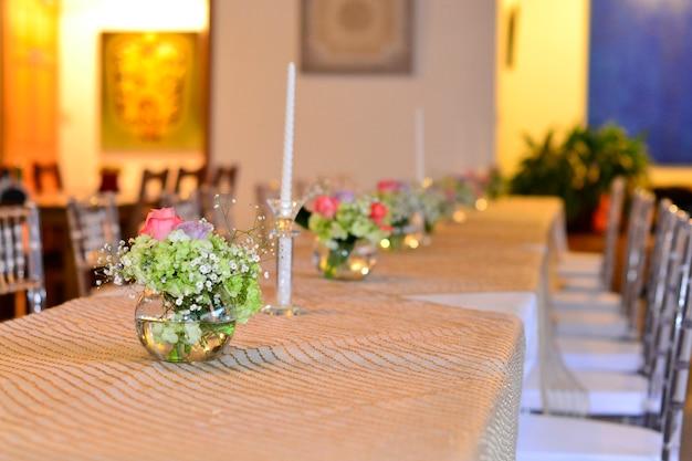 Restaurante pronto para o casamento