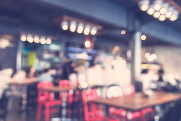 Restaurante turva com cadeiras vermelhas Foto gratuita