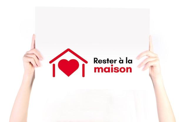 Reste a la maison fique em casa em francês
