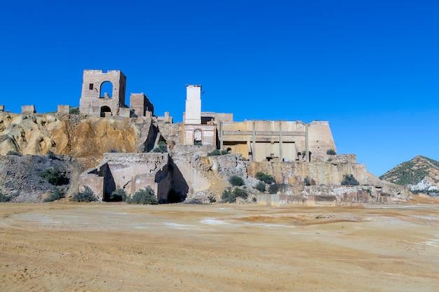 Restos das construções que faziam parte da mina mazarron murcia agora uma área deserta