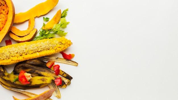 Restos de alimentos, resíduos de frutas, vista superior, cópia espaço