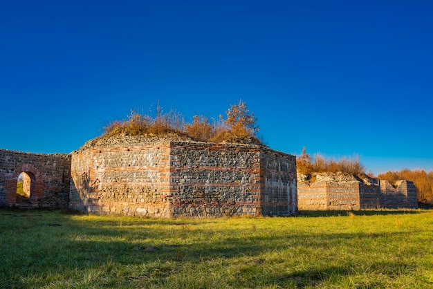 Restos do antigo complexo romano de palácios e templos felix romuliana perto de gamzigrad, sérvia. desde 2007 é declarado patrimônio mundial da unesco