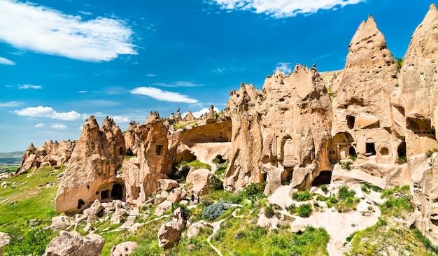 Restos do complexo do monastério zelve no parque nacional de goreme. capadócia, turquia