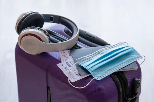 Restrição de viagens covid-19 devido ao uso de máscara de vírus corona obrigatória em voos de avião para a europa