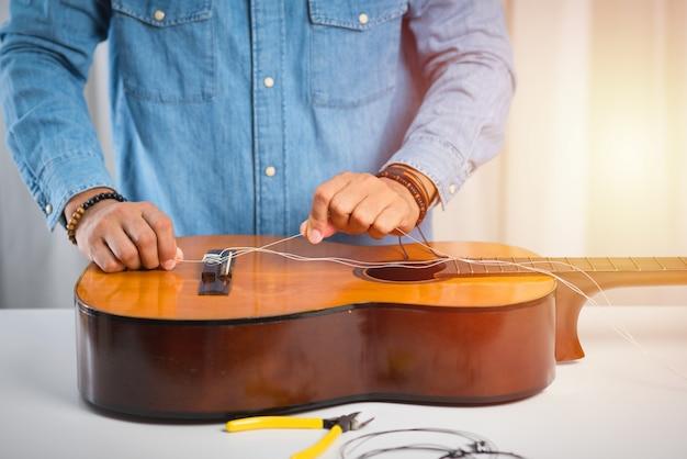 Restringindo violão clássico
