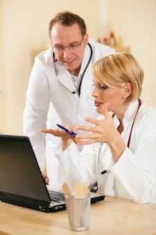 Resultados de teste de discussão de dois médicos