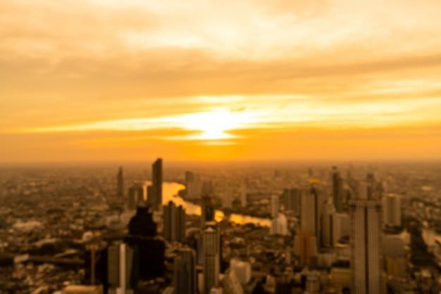 Resumo blur cityscape de bangkok na tailândia com céu pôr do sol