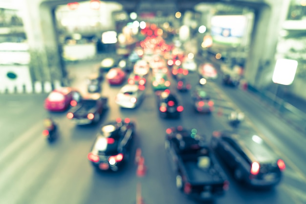 Resumo blur tráfego na cidade de bangkok, tailândia