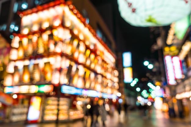 Resumo borrão rua do mercado de tsutenkaku em osaka, japão