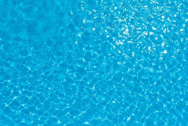 Resumo da superfície da água azul na piscina