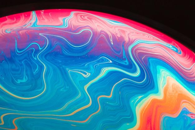 Resumo de bolha de sabão saturada em fundo preto