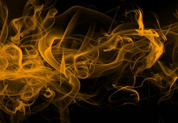 Resumo de fumaça amarela de movimento em fundo preto