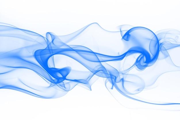 Resumo de fumaça azul em fundo branco, água de tinta em branco