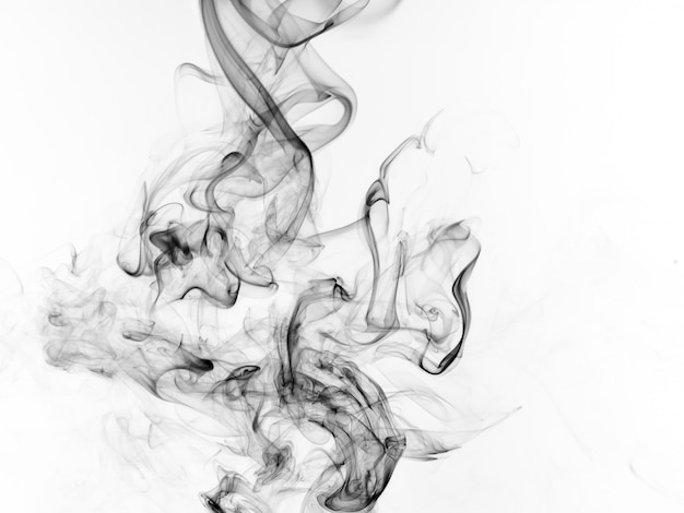 Resumo de fumaça preta sobre fundo branco, design de fogo