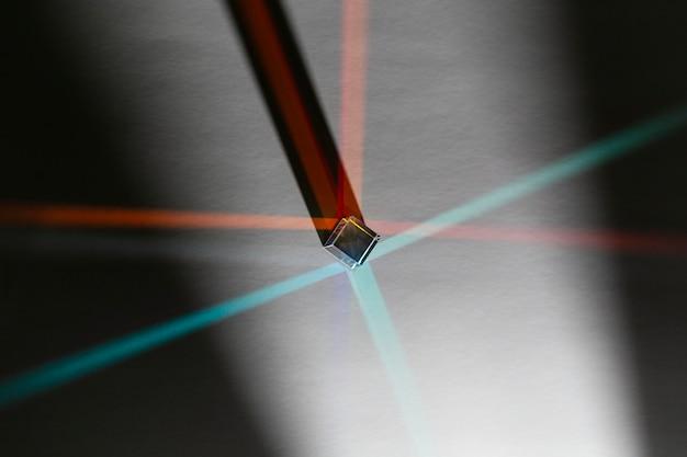 Resumo de prisma de vista superior com raios