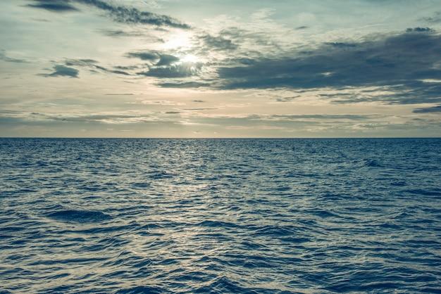 Resumo de tarde oceano mar do sol