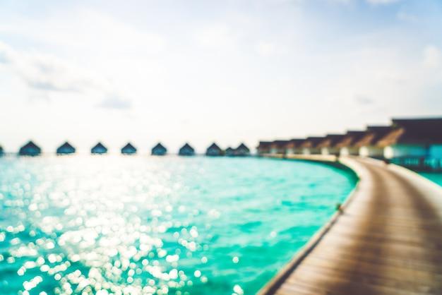 Resumo desfocar praia tropical e mar nas maldivas